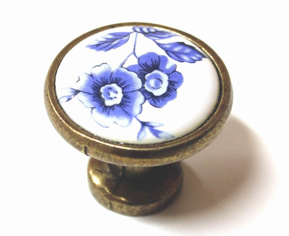 Knopka 30,5mm, porcelánová / modrá kytka